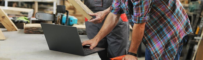 Jednym z najbardziej rzucających się w oczy zmian w stosunku do poprzedników ThinkPada X390 jest to, że (wzorem HP EliteBook 830 G5) został on wyposażony w 13,3-calowy ekran, a nie 12,5-cala jak w przypadku jego starszych braci